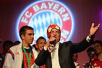 FUSSBALL  DFB POKAL FINALE  SAISON 2013/2014 Borussia Dortmund - FC Bayern Muenchen     17.05.2014 FC Bayern Bankett in der Telekom Zentrale;  FC Bayern Stadionsprecher Stephan Lehmann (re) beim Interview mit Philipp Lahm