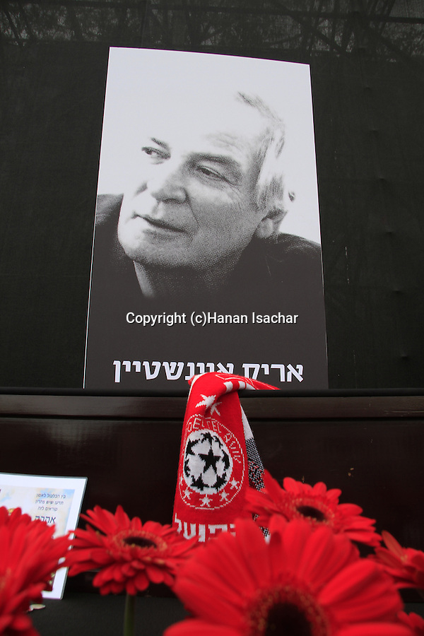 Tel Aviv-Yafo, Israelis gather at Rabin Square to pay last respect to singer and culture icon Arik Einstein, a fan of Hapoel Tel Aviv