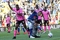BOGOTÁ - COLOMBIA, 22-07-2018:Ayron Del Valle (Centro) jugador de Millonarios disputa el balón con Jose Mosquera (Izq.) y Sergio Avellaneda (Der) jugadores del  Boyacá Chicó durante partido por la fecha 1 de la Liga Águila II 2018 jugado en el estadio Nemesio Camacho El Campín de la ciudad de Bogotá. /Ayron Del Valle (C) player of Millonarios  fights for the ball with Jose Mosquera (L) and Sergio Avellaneda (R) players of Boyaca Chico during the match for the date 1 of the Liga Aguila II 2018 played at the Nemesio Camacho El Campin Stadium in Bogota city. Photo: VizzorImage / Felipe Caicedo / Staff.