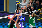 18.11.2018, Halle Berg Fidel, Muenster<br />Volleyball, Bundesliga Frauen, Normalrunde, USC MŸnster / Muenster vs. VfB Suhl Lotto ThŸringen / Thueringen<br /><br />Angriff Claudia Steger (#11 Suhl) - Block / Doppelblock Kazmiere Telonna Brown (#10 Muenster), Lina Alsmeier (#8 Muenster)<br /><br />  Foto &copy; nordphoto / Kurth