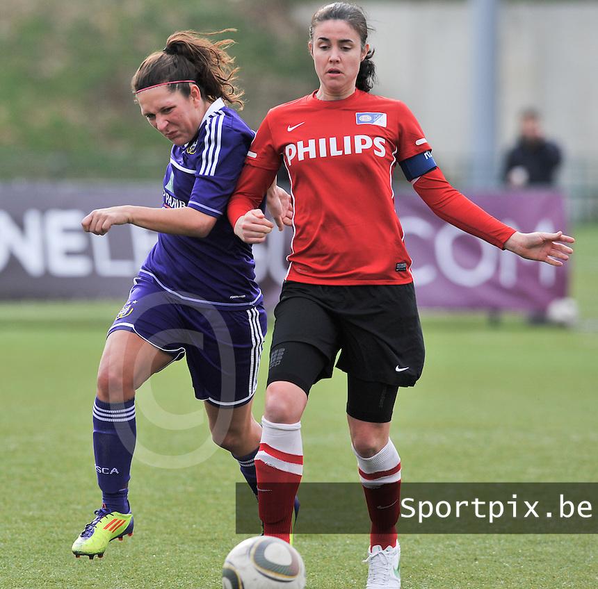RSC Anderlecht Dames - PSV / FC Eindhoven : duel tussen Laurence Marchal (links) en Manon Van Den Boogaard.foto David Catry / Vrouwenteam.be