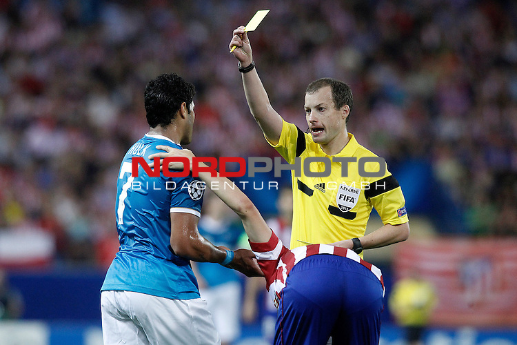 Referee William Collum show yellow card to Football Club Zenit's Hulk during Champions League 2013/2014 match.September 18,2013. Foto © nph / Acero)