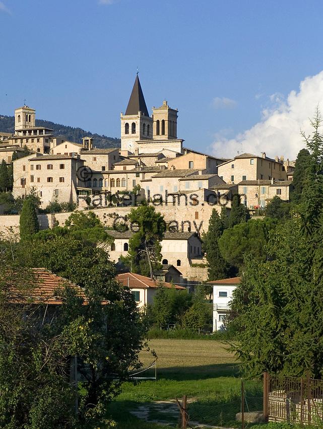 Italien, Umbrien, Spello: mittelalterliche Stadt mit Kirche Santa Maria Maggiore | Italy, Umbria, Spello: medieval town with church Santa Maria Maggiore