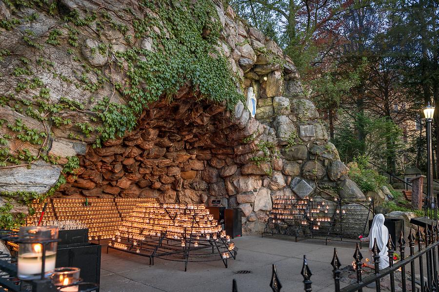 April 23, 2017; Grotto spring 2017 (Photo by Matt Cashore/University of Notre Dame)