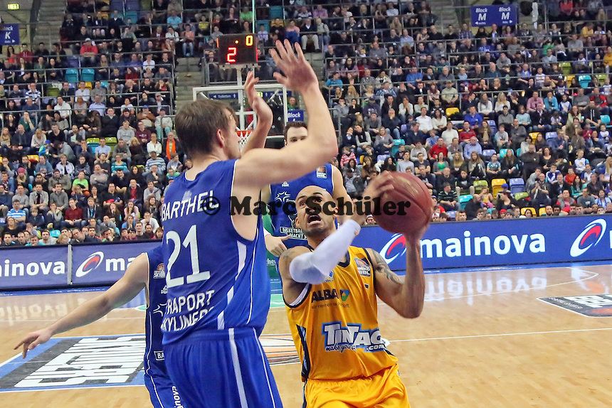 David Logan (Alba) gegen Danilo Barthel (Skyliners) - Fraport Skyliners vs. Alba Berlin Fraport Arena Frankfurt