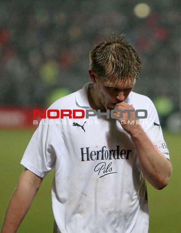 2.Liga FBL 2007/2008  25. Spieltag Rueckrunde<br /> FC St.Pauli &ndash; vs. VFL Osnabrueck 2:1<br /> <br /> Pechvogel des Abends Thomas Cichon (Osnabrueck, Nr.30) nach Spielschluss.<br /> <br /> <br /> <br /> Foto &copy; nph (nordphoto)<br /> <br /> *** Local Caption ***