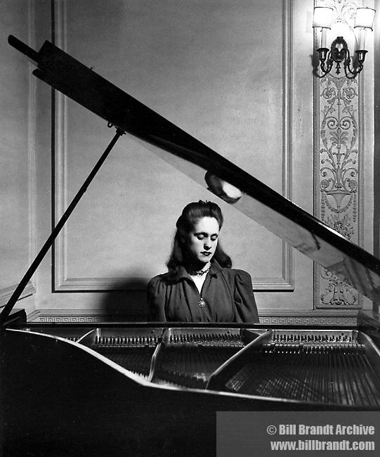Olga Heldegus, 1940s