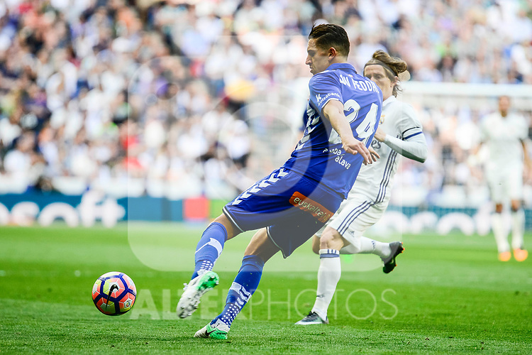 Deportivo Alaves's Zouhair Feudal during La Liga match between Real Madrid and Deportivo Alaves at Stadium Santiago Bernabeu in Madrid, Spain. April 02, 2017. (ALTERPHOTOS/BorjaB.Hojas)