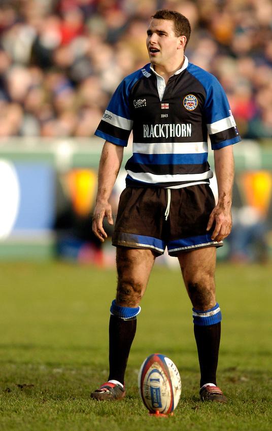 Photo: Richard Lane..Bath Rugby v London Wasps. Zurich Premiership..07/02/2004..Olly Barkley lines up a kick.