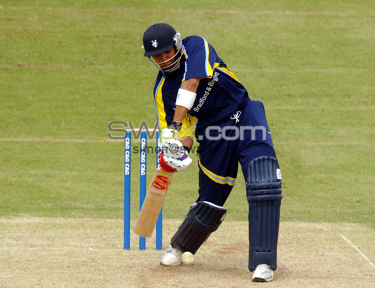 PICTURE BY VAUGHN RIDLEY/SWPIX.COM -  Cricket - C&G Trophy - Leicestershire v Yorkshire - Grace Road, Leicester, England - 16/06/06...? Simon Wilkinson - 07811 267706...Yorkshire's Ajmal Shazad.