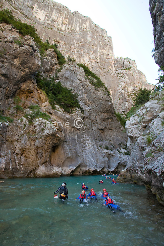 France, Alpes-de-Haute-Provence (04), parc naturel régional du Verdon, Gorges du Verdon,  randonnée aquatique dans le site du Couloir Samson, accompagnée par des guides d'Aqua Viva Est // France, Alpes de Haute Provence, Parc Naturel Regional du Verdon (Natural Regional Park of Verdon), Gorges of the Verdon river, aquatic hikking in the site of the Couloir Samson, with Aqua Viva Est guides