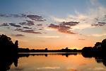 Europa, DEU, Deutschland, Nordrhein Westfalen, NRW, Rheinland, Niederrhein, Ruhrgebiet, Duisburg-Rheinhausen, Toeppersee, Abendstimmung, Wolken, Daemmerung, Kategorien und Themen, Natur, Umwelt, Landschaft, Jahreszeiten, Stimmungen, Landschaftsfotografie, Landschaften, Landschaftsphoto, Landschaftsphotographie, Wetter, Himmel, Wolken, Wolkenkunde, Wetterbeobachtung, Wetterelemente, Wetterlage, Wetterkunde, Witterung, Witterungsbedingungen, Wettererscheinungen, Meteorologie, Bauernregeln, Wettervorhersage, Wolkenfotografie, Wetterphaenomene, Wolkenklassifikation, Wolkenbilder, Wolkenfoto....[Fuer die Nutzung gelten die jeweils gueltigen Allgemeinen Liefer-und Geschaeftsbedingungen. Nutzung nur gegen Verwendungsmeldung und Nachweis. Download der AGB unter http://www.image-box.com oder werden auf Anfrage zugesendet. Freigabe ist vorher erforderlich. Jede Nutzung des Fotos ist honorarpflichtig gemaess derzeit gueltiger MFM Liste - Kontakt, Uwe Schmid-Fotografie, Duisburg, Tel. (+49).2065.677997, ..archiv@image-box.com, www.image-box.com]