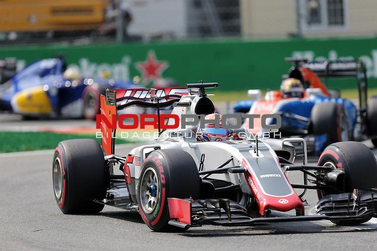02.09.-04.09.2016, Autodromo Nationale, Monza, ITA, F1, Grosser Preis von Italien, Monza,  Race 14, im Bild <br /> Romain Grosjean (FRA#8), Haas F1 Team, Pascal Wehrlein (GER#94), Manor Racing MRT<br /> <br /> <br /> Foto &copy; nordphoto / Bratic