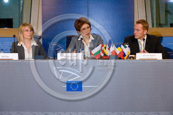 BRUSSELS - BELGIUM - 27 MAY 2008 -- Conference on CO2-reduction target in 2020 for waste --  From left Ms. Fras, European Commission, MEP Mojca Drcar Murko, Unico van Kooten, representing sponsoring parties of the study at the press conference.  Photo: Erik Luntang/EUP-IMAGES