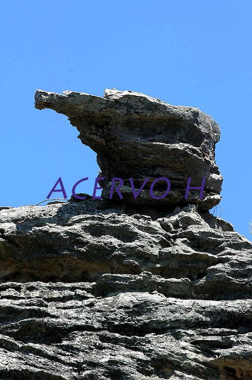 Arte rupestre é o termo para designar os desenhos de origem antrópica realizados nas superfícies rochosas. As técnicas utilizadas para realizar o registro na rocha são, principalmente, a gravura e a pintura. No Pará, a arte é identificada no município de Monte Alegre, no Parque Estadual Monte Alegre (Pema).<br /> <br /> Monte Alegre, Pará, Brasil.<br /> Foto Raimundo Paccó/AcervoH<br /> 12/06/2004