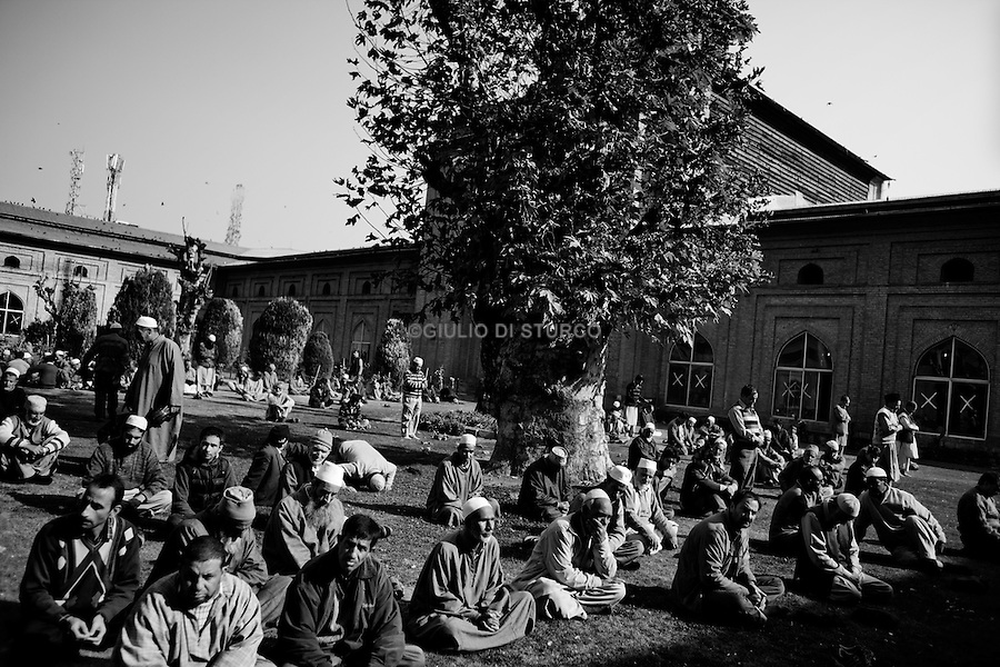 Friday prayer at Jamia Mosque after 9 weeks of curfew in Srinagar, 12 November 2011, Kashmir, India. After the violence in August 2010, the situation in kashmir still uncertain.Political leaders are under House-arrest and the people on the street feels the oppression of the Indian army.Everyone is waiting, and everybody knows Kashmir is going to explode again...