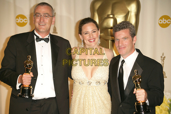 ETHAN VAN DER RYN, JENNIFER GARNER & MIKE HOPKINS.The 78th Annual Academy Awards - Press Room, held at the Kodak Theatre, Los Angeles, California, USA, .5th March 2006..oscars half length gold dress .Ref: ADM/RE.www.capitalpictures.com.sales@capitalpictures.com.©Russ Elliot/AdMedia/Capital Pictures.