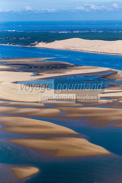France, Gironde (33),Bassin d'Arcachon, le banc d'Arguin et la Dune du Pyla , vue aérienne //  France, Gironde, Bassin d'Arcachon, The Banc d'Arguin, Arguin bank, and the Great Dune of Pilat - aerial view