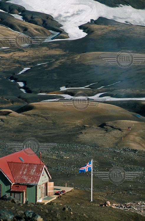 The Hraftinnusker hut, on the trekking route between Landmannalaugar, Thorsmork and Skogar.