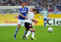 FUSSBALL   1. BUNDESLIGA   SAISON 2011/2012    4. SPIELTAG FC Schalke 04 - Borussia Moenchengladbach             28.08.2011 Benedikt HOEWEDES (li, FC Schalke 04) gegen Raul BOBADILLA (re, Moenchengladbach)