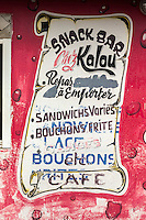 France, île de la Réunion, Saint Philippe, Enseigne, mur peint d'un petit restaurant // France, Ile de la Reunion (French overseas department), Saint Philippe, Sign, painted wall of a small restaurant
