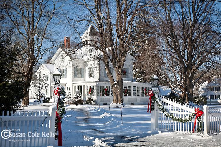 Christmas Inn | Susan Cole Kelly Photography