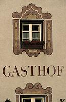 """Europe/Autriche/Tyrol/Brixelegg: Restaurant Gathof """"Herrnhaus"""" détail fenêtre"""