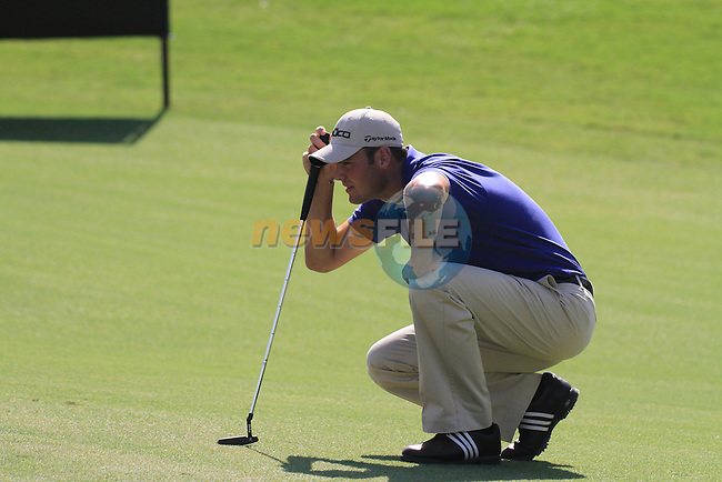 Dubai World Championship Golf. Earth Course,.Jumeirah Golf Estate, Dubai, U.A.E...Martin Kaymer lines up his putt on the 5th during the first round of the Dubai World Golf championship..Photo: Fran Caffrey/www.golffile.ie...