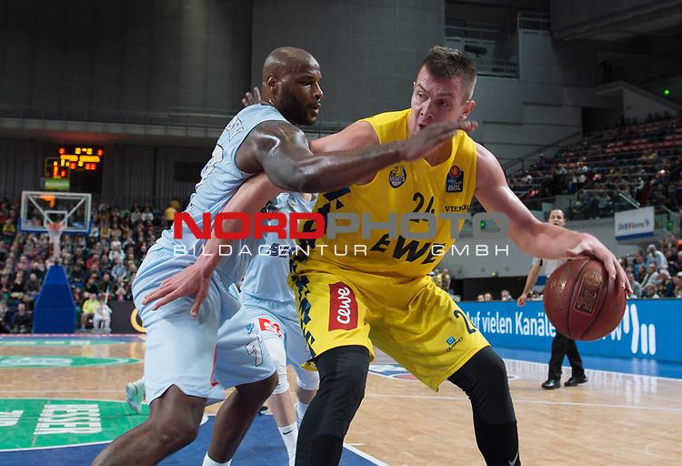 10.02.2019, &Ouml;VB Arena, Bremen, GER, easy Credit-BBL, Eisb&auml;ren Bremerhaven vs EWE Baskets Oldenburg, im Bild<br /> unter dem Korb<br /> Darnell JACKSON ( Eisb&auml;ren Bremerhaven #77 )<br /> Rasid MAHALBASIC (EWE Baskets Oldenburg #24 )<br /> Foto &copy; nordphoto / Rojahn