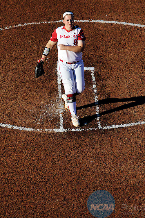 06 JUNE 2016: Paige Parker (8) of Oklahoma Unviersity throws a pitch against Auburn University during the Division I Women's Softball Championship held at ASA Hall of Fame Stadium in Oklahoma City, OK.  University of Oklahoma defeated Auburn University in Game 1 by the final score of 3-2. Shane Bevel/NCAA Photos
