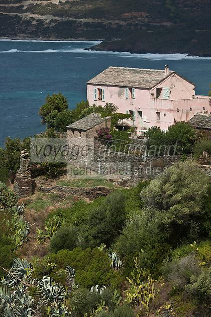 Europe/France/Corse/2B/Haute-Corse/Cap Corse/Nonza: Une maison du village perché audessus de la côte du Cap-Corse