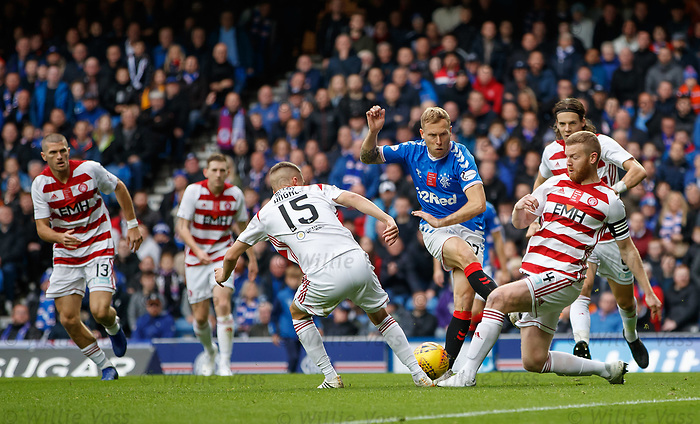 06.10.2019 Rangers v Hamilton: Scott Arfield crowded out