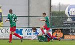 2017-11-05 / Voetbal / seizoen 2017 -2018 / KFCM Hallaar - K.Puurs EXC RSK / Jan-Pieter Vercammen (FCM Hallaar) met Nick Ver Elst (FCM Hallaar op de grond) met Ismail Belhaj  ,Foto: Mpics.be