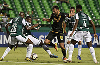 PALMIRA - COLOMBIA, 04-04-2019: Richard Renteria, Juan Carlos Caicedo y Danny Rosero Valencia  del Cali disputan el balón con Ramon Martinez del Guarani durante partido por la primera ronda de la Copa CONMEBOL Sudamericana 2019 entre Deportivo Cali de Colombia y Club Guaraní de Paraguay jugado en el estadio Deportivo Cali de la ciudad de Palmira. / Richard Renteria, Juan Carlos Caicedo and Danny Rosero Valencia of Cali vie for the ball with Ramon Martinez of Guarani during match for the first round as part Copa CONMEBOL Sudamericana 2019 between Deportivo Cali of Colombia and Club Guarani of Paraguay played at Deportivo Cali stadium in Palmira city.  Photo: VizzorImage / Gabriel Aponte / Staff