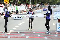 SÃO PAULO, SP, 17.05.2015 - MARATONA-SP -  Rumol Elizabeth Chepkanan segunda coloda da prova feminina  XXI Maratona Internacional de São Paulo, na manhã deste domingo dia 17,  com largada iniciada no Obelisco do Parque do Ibirapuera. (Foto Amauri Nehn/Brazil Photo Press)