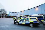 Stockholm 2014-03-21 Ishockey Kvalserien AIK - R&ouml;gle BK :  <br /> Poliser och polisbilar utanf&ouml;r Hovet inf&ouml;r matchen mellan AIK och R&ouml;gle <br /> (Foto: Kenta J&ouml;nsson) Nyckelord:  utomhus exteri&ouml;r exterior polis poliser polisbil bil bilar