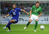 FUSSBALL   1. BUNDESLIGA   SAISON 2011/2012   TESTSPIEL SV Werder Bremen - FC Everton                 02.08.2011 Sebastian PROEDL (re, Bremen) gegen Vellios APOSTOLOS (li, Everton)