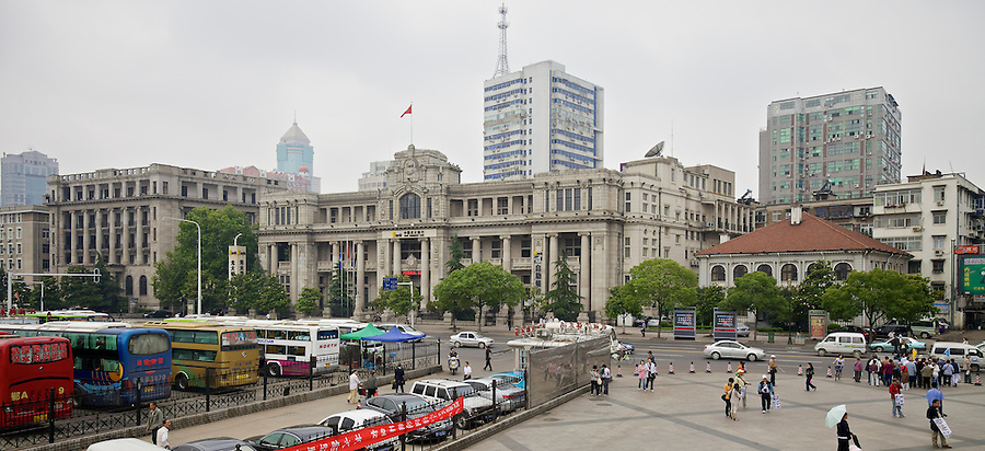 The Hongkong & Shanghai Banking Corporation Building Somewhat Dwarfs Taikoo House To The Right.  The National City Bank Of New York Is To The Left.  On The Bund, Hankou (Hankow).