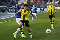 Jerome Gondorf (SV Darmstadt 98) gegen Raphel Guerreiro (Borussia Dortmund) - 11.02.2017: SV Darmstadt 98 vs. Borussia Dortmund, Johnny Heimes Stadion am Boellenfalltor