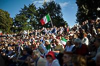 """Circa ventimila persone hanno partecipato alla manifestazione """"Ricucire l'Italia"""" organizzata a Milano da Libertà e Giustizia."""
