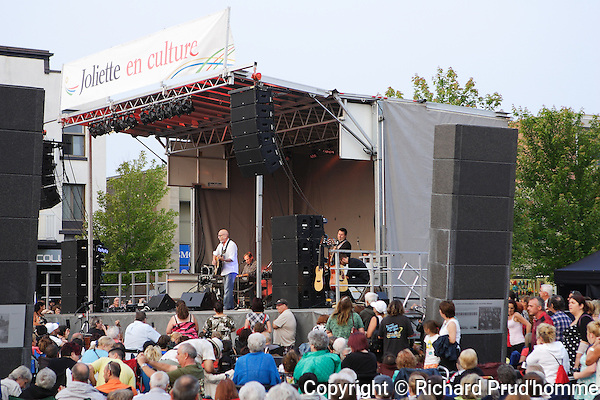 Patrick Norman performing at a free concert in Joliette,Quebec
