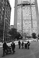 Milano, un piccolo aereo si schianta contro il Grattacielo Pirelli --- Milan, a small plane crashes into the Pirelli skyscraper