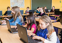 Laptop-Klasse - School Class With Notebooks