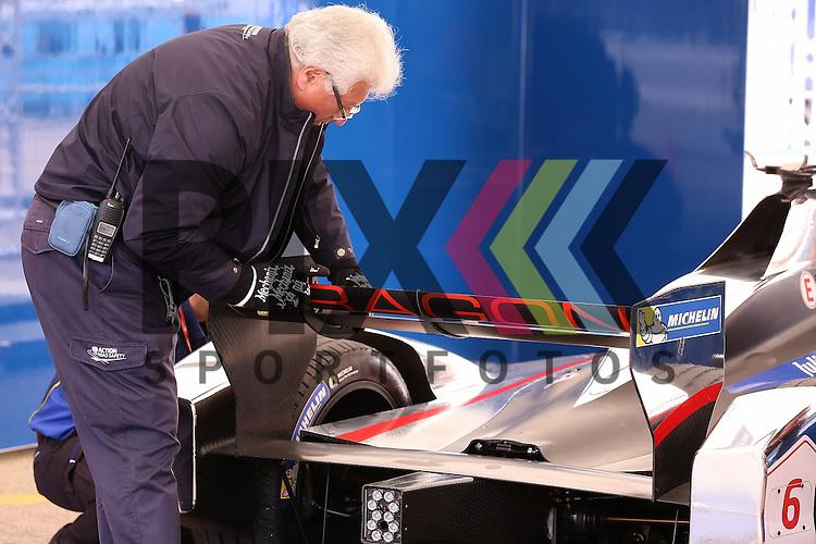 Berlin, 23.05.2015, Motorsport, FIA Formel E Championship, Formel E DHL Berlin ePrix, 8. Rennen : Loic Duval (Dragon Racing, #06)<br /> <br /> Foto &copy; P-I-X.org *** Foto ist honorarpflichtig! *** Auf Anfrage in hoeherer Qualitaet/Aufloesung. Belegexemplar erbeten. Veroeffentlichung ausschliesslich fuer journalistisch-publizistische Zwecke. For editorial use only.