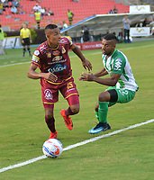 IBAGUÉ- COLOMBIA, 04-02-2018: Sebastian Villa (Izq) jugador del Deportes Tolima  disputa el balón con Christian Mafla (Der) del Atlético Nacional  durante el partido entre el Deportes Tolima  y Atlético Nacional   por la fecha 1 de la Liga Águila II 2018 jugado en el estadio Manuel Murillo Toro . / Sebastian Villa(L) player of Deportes Tolima vies for the ball withChristian Mafla (R) player of Atletico Nacional  during match between Deportes Tolima  and Atletico Nacional   for the date 1 of the Aguila League I 2018 played at Manuel Murillo Toro stadium. Photo: VizzorImage/ Juan Carlos Escobar / Contribuidor