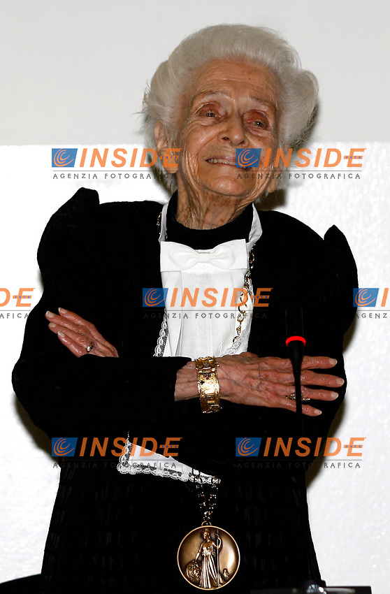 Milano 22/01/2008 -  Cerimonia di conferimento della laurea specialistica honoris causa in Biotecnologie industriali al premio ..Nobel per la Medicina Rita Levi Montalcini....Foto Paperdb/Inside
