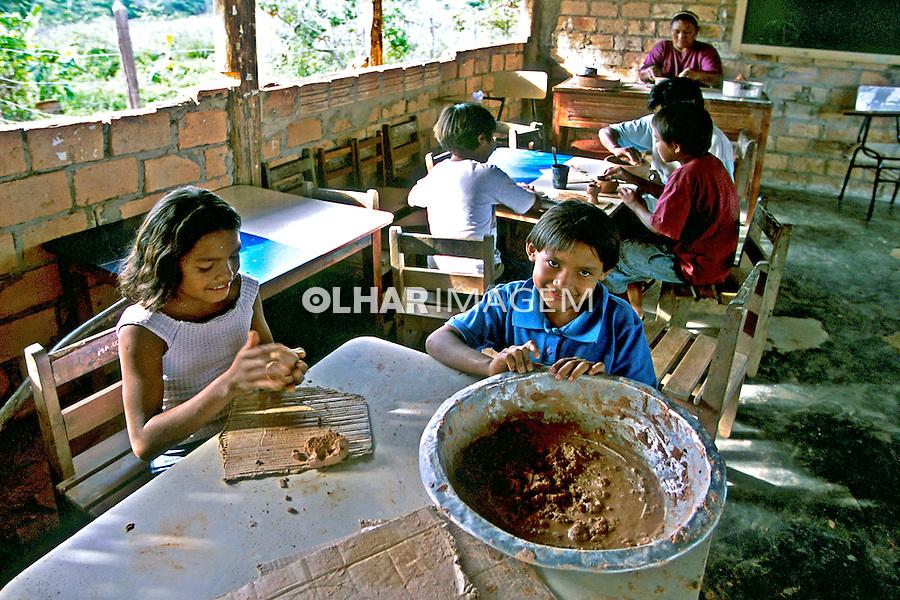 Escola Indígena, Tribo Macuchi, Truarú, Roraima. 2003. Foto de Juca Martins.