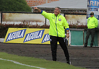 IPIALES - COLOMBIA, 06-10-2019: Octavio Zambrano técnico del Pasto gesticula durante partido por la fecha 15 de la Liga Águila II 2019 entre Deportivo Pasto y Deportes Tolima jugado en el estadio Estadio Municipal de Ipiales. / Octavio Zambrano coach of Deportivo Pasto gestures during match for the date 15 as part of Aguila League II 2019 between Deportivo Pasto and Deportes Tolima played at Municipal stadium of Ipiales.  Photo: VizzorImage / Leonardo Castro / Cont