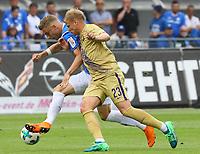 Felix Platte (SV Darmstadt 98) gegen Sören Bertram (Erzgebirge Aue) - 13.05.2018: SV Darmstadt 98 vs. FC Erzgebirge Aue, Stadion am Boellenfalltor, 34. Spieltag 2. Bundesliga