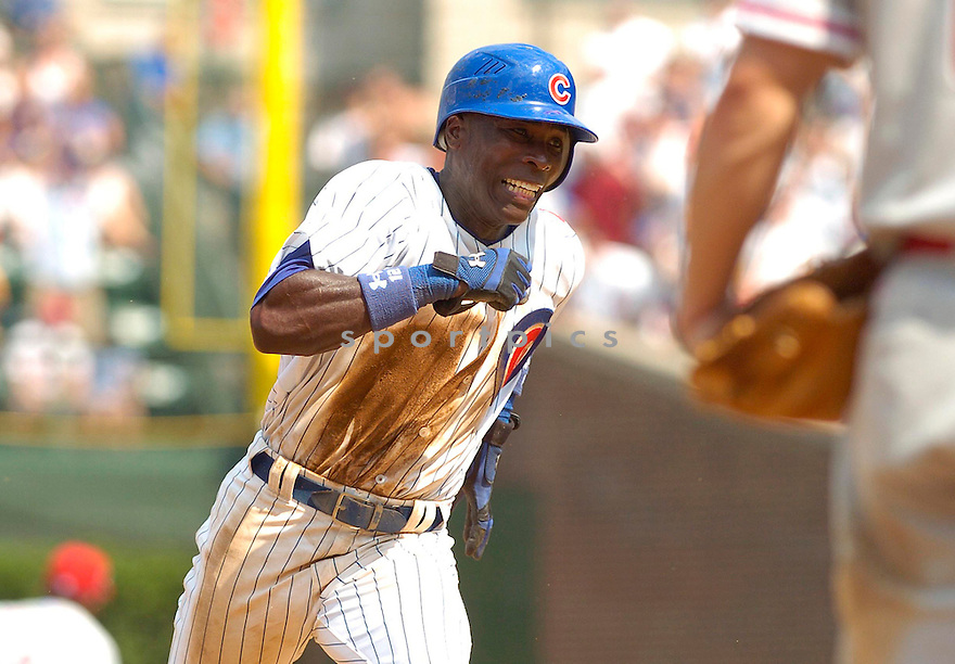 ALFONSO SORIANO, of the Chicago Cubs, in action during the Cubs game against the Philadelphia Phillies  in Chicago, IL on August 2, 2007...Mets win 8-3....DAVID DUROCHIK / SPORTPICS...